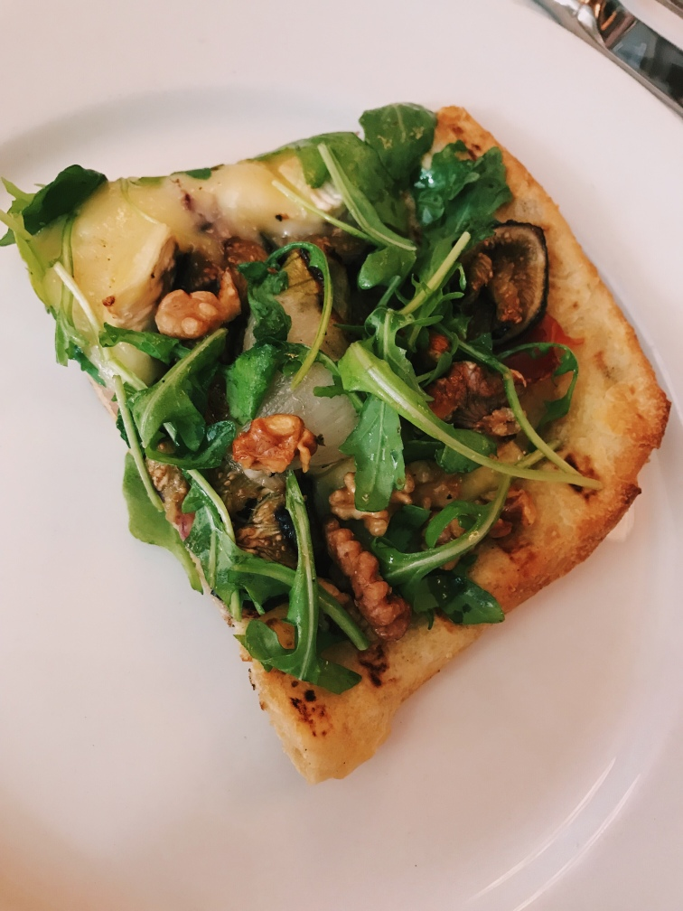 Walnut, arugula and fig flatbread