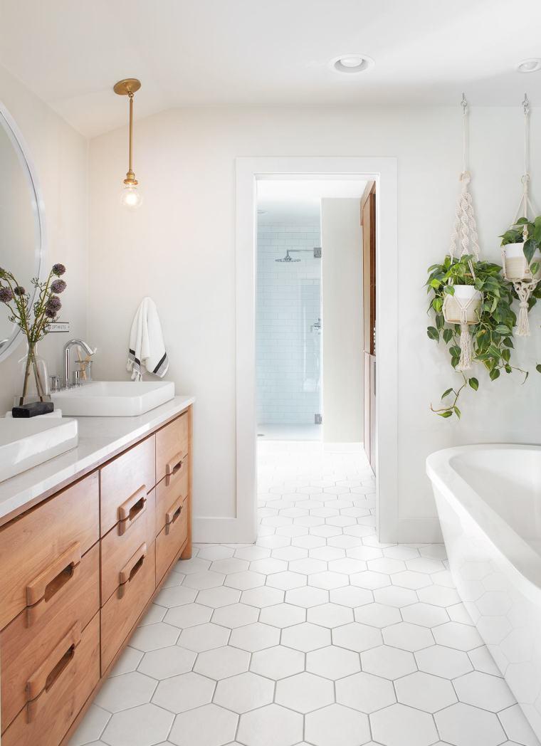 Magnolia Bathroom Image
